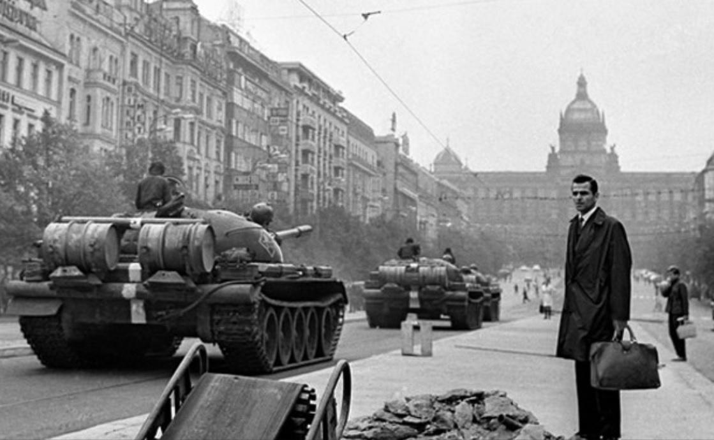 """I carri armati russi a Praga – I missili statunitensi """"intelligenti"""" – L'ennesima impresa di Bolt"""