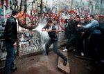 Cade il Muro di Berlino – La Notte dei Cristalli – Il No dell'Italia al nucleare
