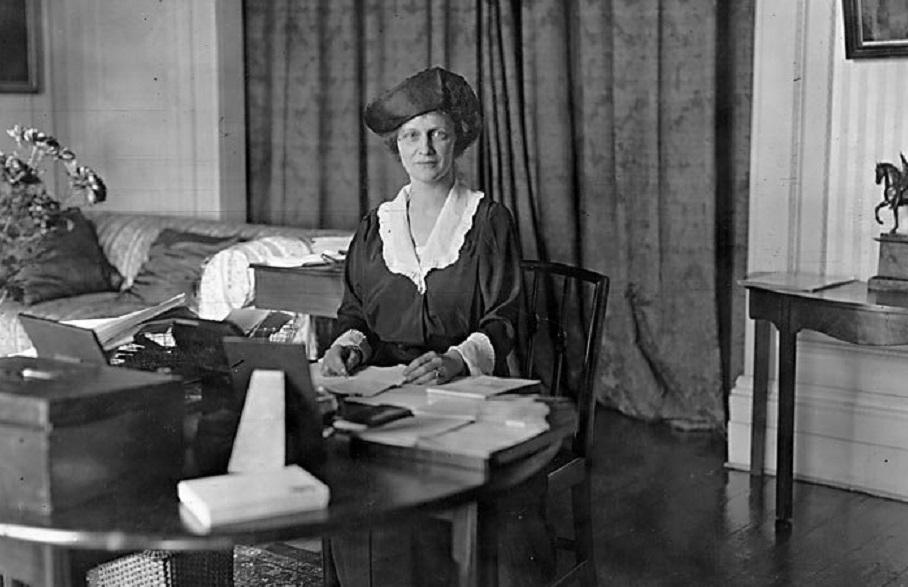 Lady Astor, prima donna nel Parlamento britannico
