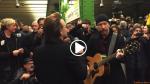 Gli U2 si esibiscono nella metro di Berlino