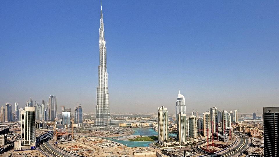 """Inaugurato l'edificio più alto del mondo – La prima Hit Parade – Inizia su Radio2 """"La Corrida"""""""