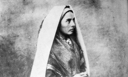 La Madonna appare a Lourdes