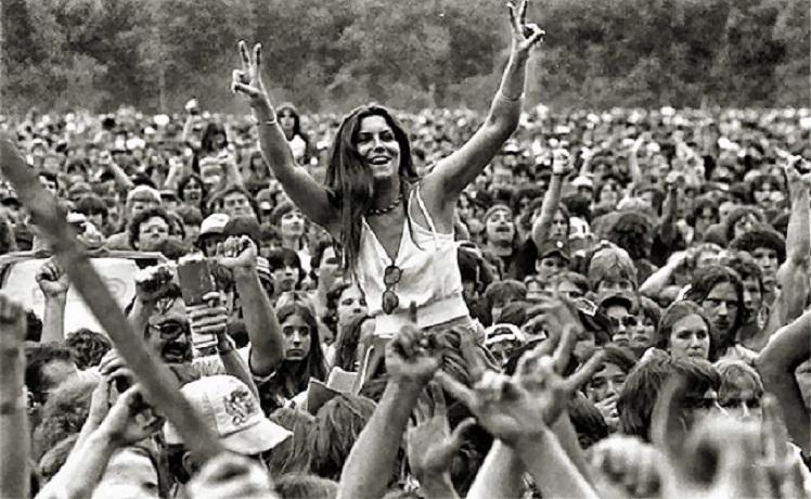 Woodstock: pace e musica rock – La prima biblioteca civica d'Europa – Apre il Canale di Panama