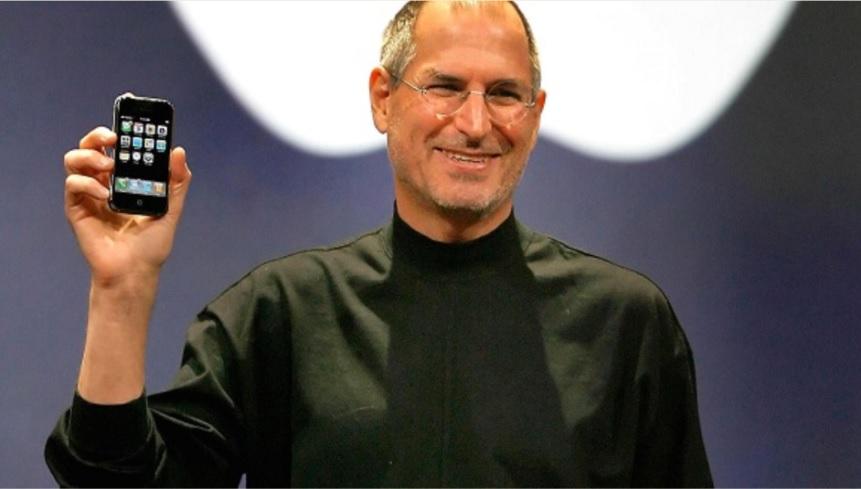 Steve Jobs presenta l'iPhone