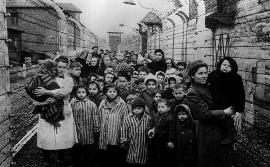 I bambini di Buchenwald – Debutta Bob Dylan – Il trionfo di Bernardo Bertolucci