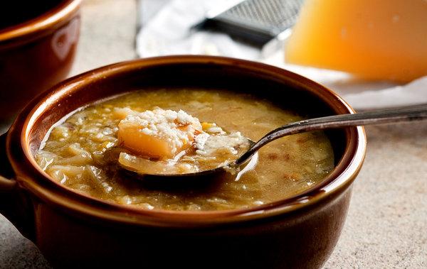 Zuppa di cavolo, patate e porri