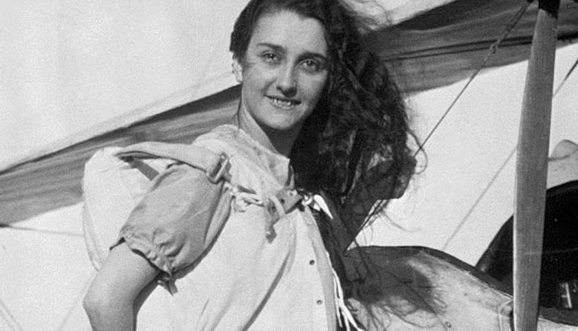 Tiny, la prima paracadutista