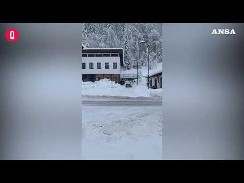 Maltempo, Belluno: oltre un metro di neve a Falcade, nel cuore delle Dolomiti