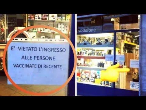 """Il cartello in un negozio di Milano: """"Vietato l'ingresso alle persone vaccinate di recente"""""""