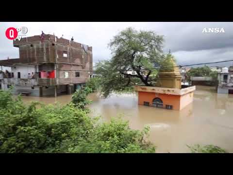 India, maltempo allaga Mumbai