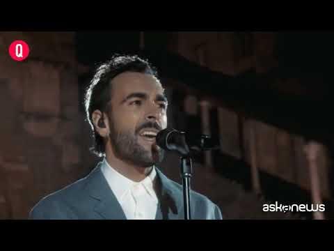 Un anno di Covid, Marco Mengoni canta L'anno che verrà a Bergamo