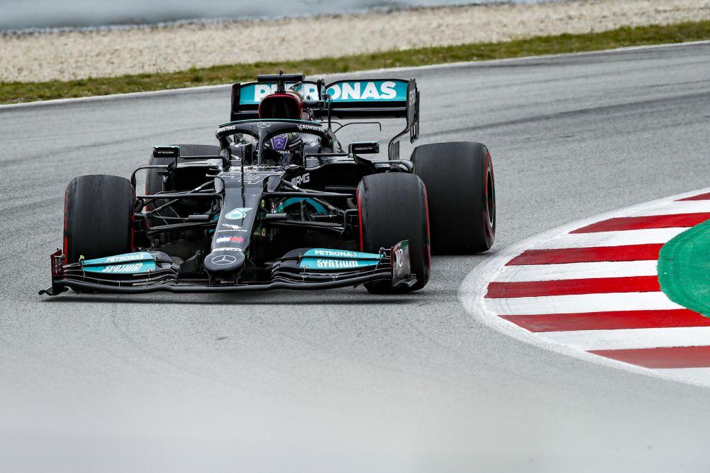 Lewis Hamilton vince in Spagna, quarta la Ferrari di Leclerc