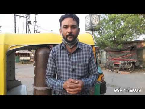 In India oltre 20 milioni di casi, i tuk tuk diventano ambulanze