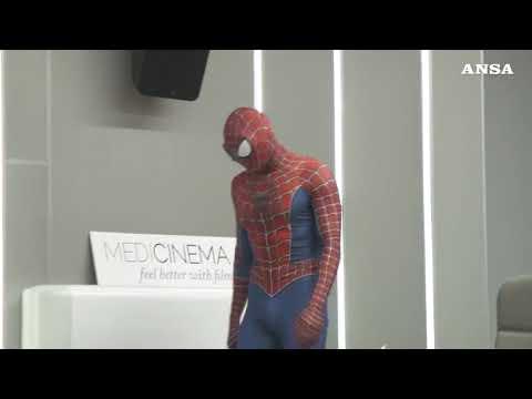 Spider-man day: Mattia, dopo l'incontro con il Papa, torna in corsia dai bambini