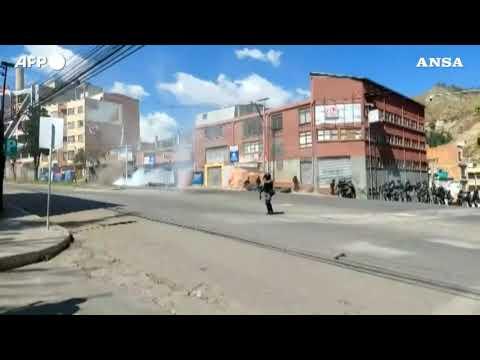 Bolivia, e' guerriglia urbana tra polizia e coltivatori di coca